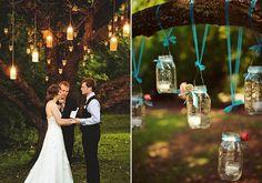 Velas suspensas dão mais charme à decoração de casamento