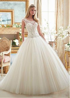 Alluring Tulle Scoop Neckline Ball Gown Wedding Dresses With Beaded Embroidery