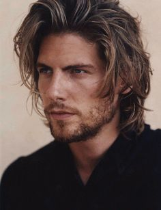 Long messy cool hairstyle for men. - http://www.mens-hairstylists.com/long-hairstyles-for-men/