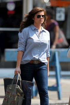 """Tiffani Thiessen Photos Photos - Tiffani Thiessen, who will reportedly be featured on the next season of """"Dancing with the Stars"""", is seen out and about in NYC. The """"Saved by the Bell"""" actress wore a light blue button shirt and skinny blue jeans. - Tiffani Thiessen Out and About in NYC"""