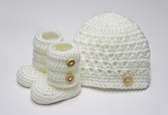 Croceted+Beanie+and+Baby+Booties+in+White+size+03+by+JCrochetShop,+$33.99
