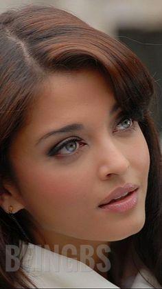 Aishwarya Rai Young, Aishwarya Rai Pictures, Actress Aishwarya Rai, Aishwarya Rai Bachchan, Indian Actress Images, Indian Actresses, World Most Beautiful Woman, Beautiful Eyes, Royal Dresses
