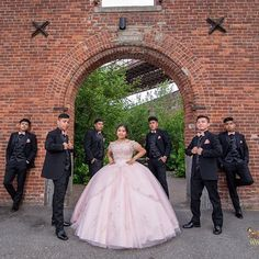 Quinceanera Court, Red Quinceanera Dresses, Quinceanera Planning, Quince Pictures, Chambelanes, Rose Gold Theme, Sweet 15 Dresses, Quinceanera Photography, Quince Dresses