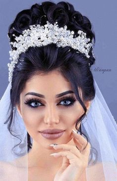Quinceanera Hairstyles with Crown 8878 Stunning Worthy Wedding Crown Ideas 35 Bridal Hair Updo, Headpiece Wedding, Wedding Hair And Makeup, Wedding Updo, Bridal Makeup, Hair Makeup, Wedding Crowns, Wedding Hairstyles With Crown, Bride Hairstyles
