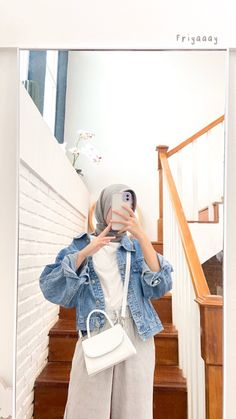 Ootd Hijab, Casual Hijab Outfit, Casual Outfits, Girl Hijab, Dress Outfits, Fashion Outfits, Womens Fashion, How To Wear Denim Jacket, Ootd Poses