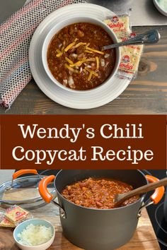 Our copycat recipe is even better than the real thing! There's nothing better than delicious chili on a cold winter night! Chilli Recipes, Bean Recipes, Crockpot Recipes, Soup Recipes, Gourmet Recipes, Dinner Recipes, Cooking Recipes, Healthy Recipes, Cooking Chili