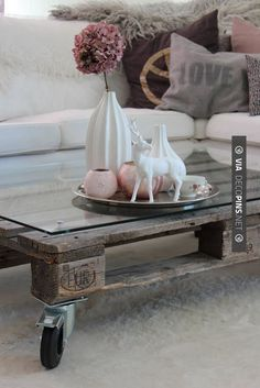 Recycling: Cool furniture made of old pallets - parti . Recycling: Cool furniture from old pallets – Part 2 Decoracion Low Cost, Sweet Home, Diy Casa, Diy Coffee Table, Easy Coffee, Home And Deco, Wooden Pallets, Recycled Pallets, Repurposed Wood