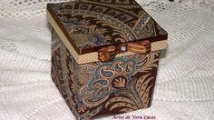 Caixa de madeira revestida com tecido