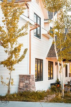 Gorgeous new paint colors on the house. Benjamin Moore White Dove is the perfect white for the outside of the house. White Exterior Paint, White Exterior Houses, Exterior Paint Colors, Dream House Exterior, Benjamin Moore Exterior, Benjamin Moore White, Farmhouse Outdoor Decor, Farmhouse Style Decorating, White Paint Colors