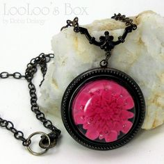 Easy Peasy style by Robin Delargy in brilliant fucshia pink.   Robin has her own fab way of making the cabochons.....