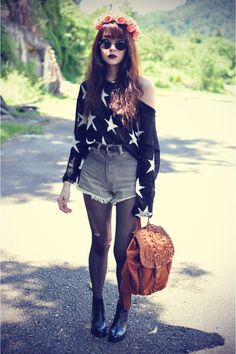 slightly ripped tights + high waisted shorts + baggy sweater = perfect fall/winter outfit. #idigthat