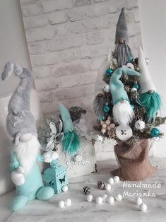 Škriatkovia , Vianočné dekorácie | Artmama.sk Pink Christmas Decorations, Cone Christmas Trees, Christmas Makes, Christmas Gnome, Christmas Crafts, Arts And Crafts Box, Baseball Wreaths, Scandinavian Gnomes, Craft Free