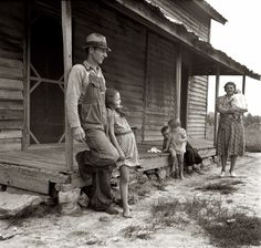 Near Gordonton, North Carolina. negative by Dorothea Lange and courage the great depression Vintage Pictures, Old Pictures, Photos Du, Old Photos, Shorpy Historical Photos, Historical Pictures, Margaret Bourke White, Dust Bowl, Vivian Maier