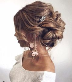 Still searching for the most trendy wedding hairstyles for your big day? Get inspired by these most trendy wedding hairstyles that will leave any bride tressed to impress! We prepared 36 Most Trendy Wedding Hairstyles Inspiration for Bride. Casual Hairstyles, Wedding Hairstyles For Long Hair, Wedding Hair And Makeup, Bride Hairstyles, Hair Makeup, Wedding Updo, Hairstyle Ideas, Hairstyles 2018, Bridesmaid Updo Hairstyles