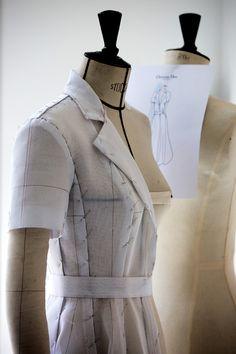Les étapes de fabrication de la robe Dior haute couture de Kirsten Dunst lors du photocall du jury du 69ème Festival de Cannes.