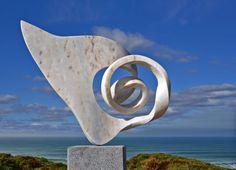 Challenger - Sculpture by Georg Scheele