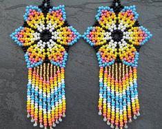 Beaded Earrings Patterns, Diy Earrings, Beaded Jewelry, Beaded Bracelets, Unique Jewelry, Beadwork, Beading, Recycled Crafts, Beaded Flowers