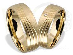 Złote obrączki ślubne/ Wedding rings made from yellow gold/ 2 186 PLN #rings #jewellery #love #weddingtime