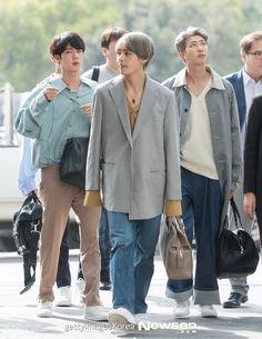 Haha tae looks like he took someone else's clothes