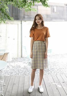 Trendy vintage dresses casual fashion midi skirts Source by hocuspocusailes Dresses casual Tokyo Street Fashion, Korean Street Fashion, 70s Fashion, Modest Fashion, Skirt Fashion, Fashion Outfits, Fashion Vintage, Fashion Online, Korean Skirt Outfits