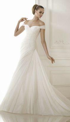 Pronovias 2015 Bridal Collections - Part 1   bellethemagazine.com