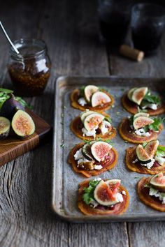 pancetta crisps with goat cheese & figs - crispy rounds of pancetta get topped with creamy goat cheese, fig jam, & fresh figs, making the most beautiful & elegant one bite appetizer! One Bite Appetizers, Potato Appetizers, Elegant Appetizers, Best Appetizers, Tapas Recipes, Appetizer Recipes, Fig Appetizer, Appetizer Party, Fig Recipes