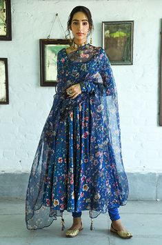 Indian Gowns Dresses, Indian Fashion Dresses, Indian Outfits, Anarkali Dress Pattern, Saree Dress, New Designer Dresses, Indian Designer Outfits, Stylish Dress Designs, Stylish Dresses