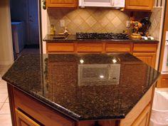 Pretty backsplash with Ubatuba granite