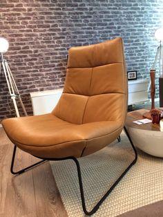 Is deze fauteuil iets voor u? Fauteuil Rebound met zwart gemoffeld frame in het mooie natuurlijke LUX-Sahara leder.
