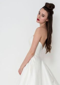 Exude bridal chic in this amazing Nina wedding gown by Freda Bennet. Add wedding accessories like a statement veil or bridal belt to make it totally unique! Oh and did I mention she has pockets? Flattering Wedding Dress, Wedding Dress Shapes, Simple Wedding Gowns, Wedding Dress With Pockets, One Shoulder Wedding Dress, English Wedding Dresses, Princess Wedding Dresses, Designer Wedding Dresses, Gown Style Dress