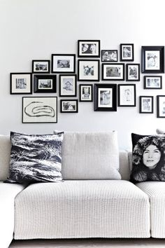 A Nordic home in a classic Scandinavian palette of monochrome and soft greys. Love the positioning of the photo frames on the wall. Inspiration Wall, Living Room Inspiration, Interior Inspiration, Photo Decoration Ideas, Black And White Interior, Black White, Black Noir, A Frame Cabin, Nordic Home
