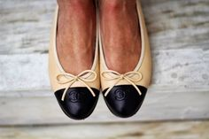 Ballerines Chanel I need these Passion For Fashion, Love Fashion, Fashion Shoes, Ballerinas, Chanel Ballerina, Ballerina Flats, Walk This Way, Shoe Game, Chanel Ballet Flats