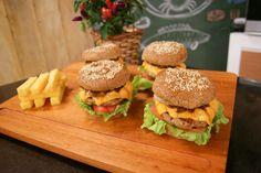 Hambúrguer de Pernil com Polenta Frita