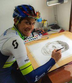 Esteban Chavez dibuja a Nairo Quintana. Ambos grandes CICLISTAS Colombianos. (2016) Pro Cycling, Saris, Bike Life, Mountain Biking, Behind The Scenes, Racing, Baseball Cards, Twitter, Bicycles