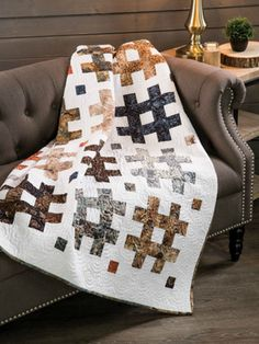 An easy quilt that's jelly roll friendly! #quilting #quilt #pattern #jellyroll #affiliate