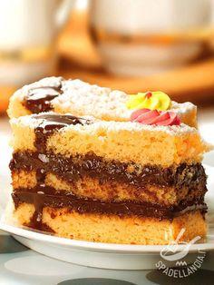 Il Pan di Spagna e crema al cioccolato, davvero semplice da realizzare, conquisterà subito tutta la famiglia, bambini in primis. Una festa per la tavola! Recipe Images, Chocolate Recipes, Vanilla Cake, Tiramisu, Buffet, French Toast, Cheesecake, Breakfast, Ethnic Recipes