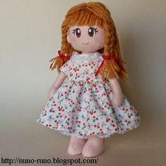 Boneca de Feltro Simples - vestido e acessórios com passo a ... | Boneca de Pano | Bloglovin'
