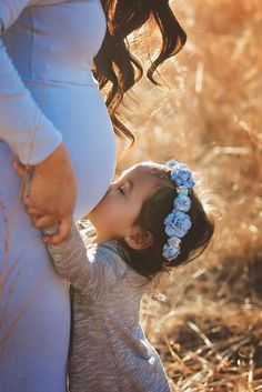 Maternity, maternity photos, pregnancy photo, baby boy, maternity photoshoot, second baby, outdoor maternity shoot, maternity with husband, maternity shoot with sibling, gender reveal, maternity poses