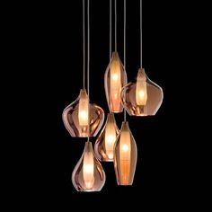 KELL pendente dourado e cobre cod. A131708 | A126441  e transparente cod. A162100 Em vidro com acabamento espelhado e estrutura em metal branco envernizado.