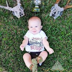 « DADDY'S LITTLE HUNTING BUDDY » BODYSUIT - The Pine Torch. Baby boy onesie