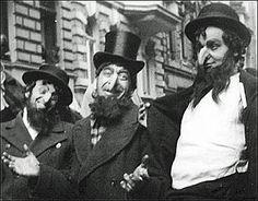 Men dress up to make fun of Jews in Berlin, Germany in November Revolution, Les Aliens, Crime, Men Dress Up, Nazi Propaganda, Underground World, Jewish History, The Third Reich, Religion