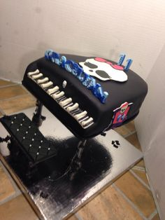 Monster high piano cake and matching cupcakes