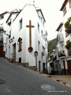 """#Jaén - #Cazorla - Calles céntricas - 37º 54' 35"""" -3º 0' 14"""" / 37.909722, -3.003889 Es el municipio más grande y cabecera de la Comarca Sierra de Cazorla. Se encuentra en las faldas de la Sierra de Cazorla, en el valle del río Cerezuelo, afluente del Guadalquivir."""