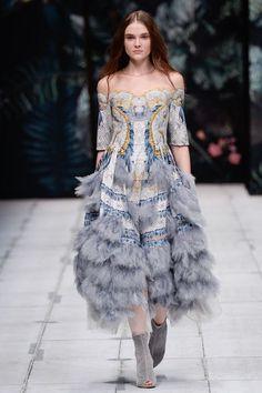 Alena Akhmadullina Russia Spring 2017 Collection Photos - Vogue