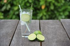 What's the secret to making the perfect gin and tonic? This is a must-have recipe for the gin-lover. Tonic Water, Gin Test, Gin Garnish, Cocktail Gin, Perfect Gin And Tonic, Le Gin, Most Popular Drinks, Soda Recipe, Alcohol