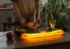 Diseñador crea lamparas funcionales con panes caseros