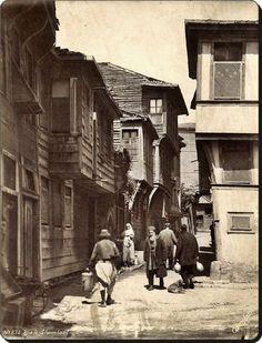 Eski İstanbul'da bir sokak - 1870 -