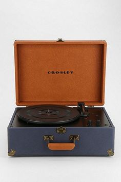 Crosley - Tourne-disque portable Keepsake bleu marine prise européenne - Urban Outfitters 160 €