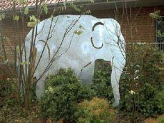 Beeindruckender Elefant aus feuerverzinktem Stahl als Sichtschutz - Elefant als Sichtschutz