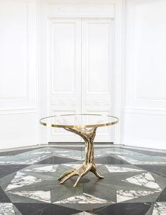 Kelly Wearstler ( Raise your hand. My Dichotomy Table is cast in bronze and meticulously finished by hand. Contemporary Furniture, Luxury Furniture, Cool Furniture, Furniture Design, Unique Home Decor, Modern Decor, Unique Home Accessories, Medan, Studio Table